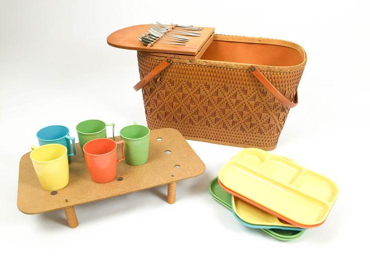 Mid Century Pattern| Vintage Picnic Basket| 1940 Basket| Picnic Baskets| Plastic Trays| Plastic Cups| Vintage Utensils