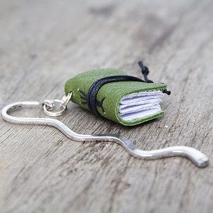 These handmade mini books | 24 Clever And Cute Bookmarks Every Bookworm Needs