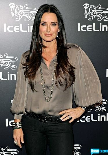 Love the taupe silk blouse/black belt & black jeans...great look for older women.   Kyle Richards