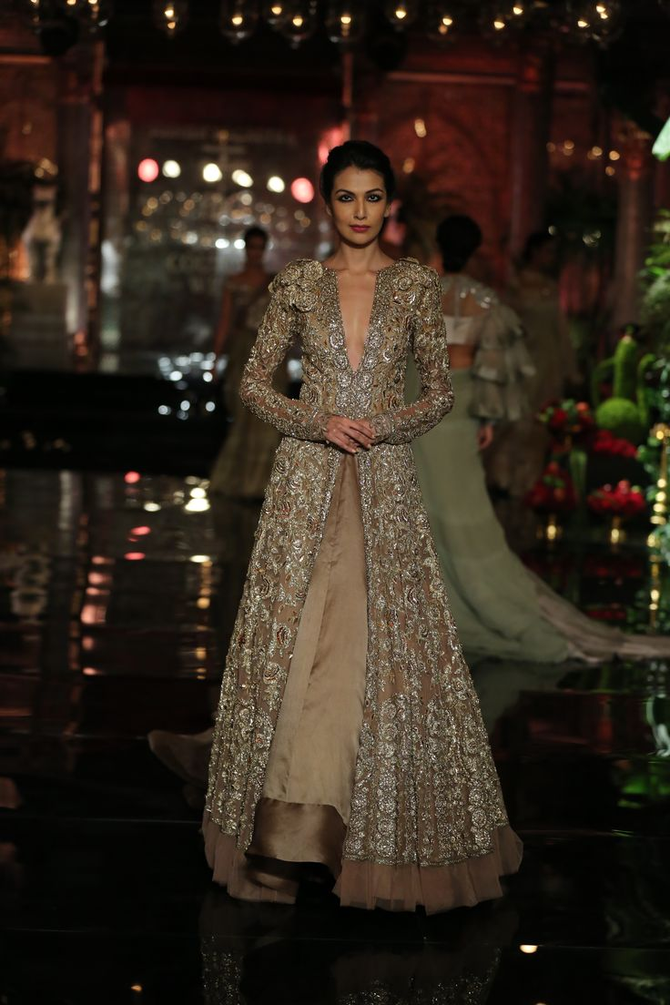 #Silhouette#Persian#Turkish#Embroidery#Couture#IndiaCoutureWeek#Embellishment