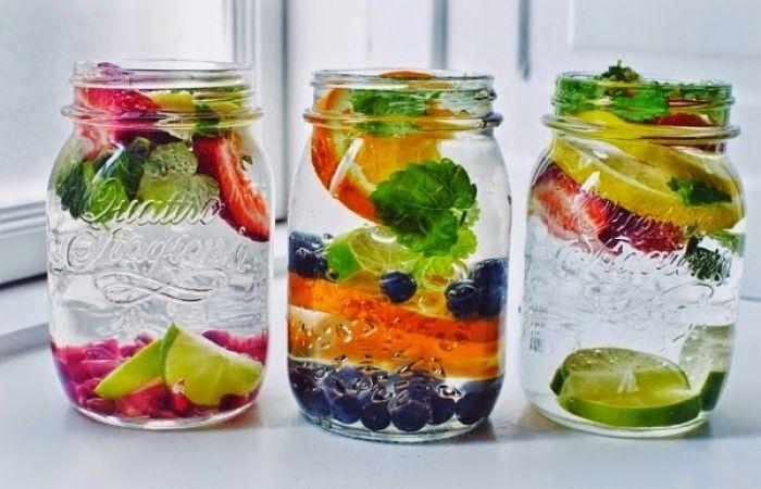Een glas gewoon water is de beste drank voor uw lichaam. Maar,het kan nog veel meer zijn, wanneer je kruiden toevoegt met genezende eigenschappen. Op deze manier krijg je een gezond drankje dat je ...