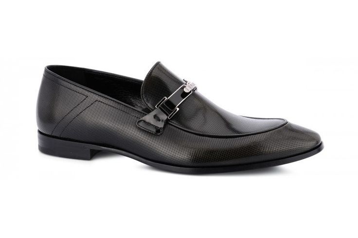 Special happenings need special #shoes and the metal clasp is the most suitable detail