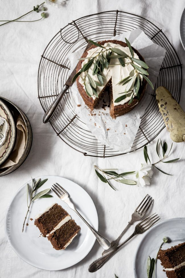 apple cinnamon naked cake with meringue maple syrup cream