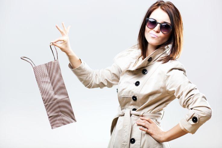 Voor lange vrouwen is het vinden van goed passende kleding vaak een hele uitdaging. Dit artikel noemt winkels met kleding voor lange vrouwen.