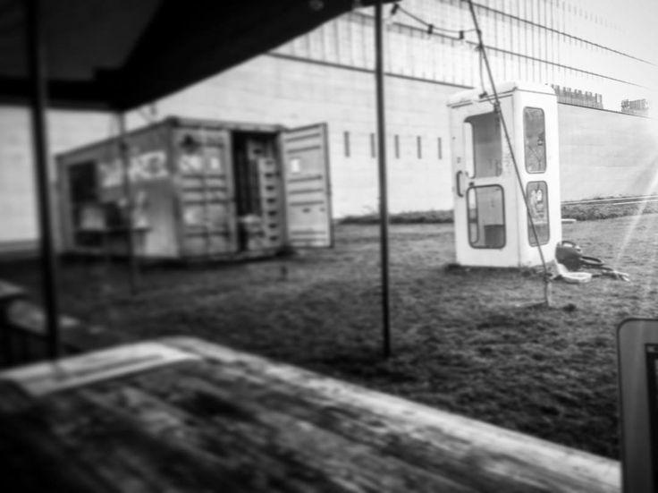 Bahnwärter Thiel. Sonntagabend.  #writer #mpfund #monoart_ #munich #münchen  #münchenliebe  #bw #bnw  #igersbnw #bw_lovers #bwoftheday  #awesome #new #architecture  #noiretblanc #ic_bw  #monoart  #travel  #lostandfound #onmyway  #bahnwärterthiel  #travelphotos #bw_photography #streetography #discovermore #old #schwarzweiß @muenchen