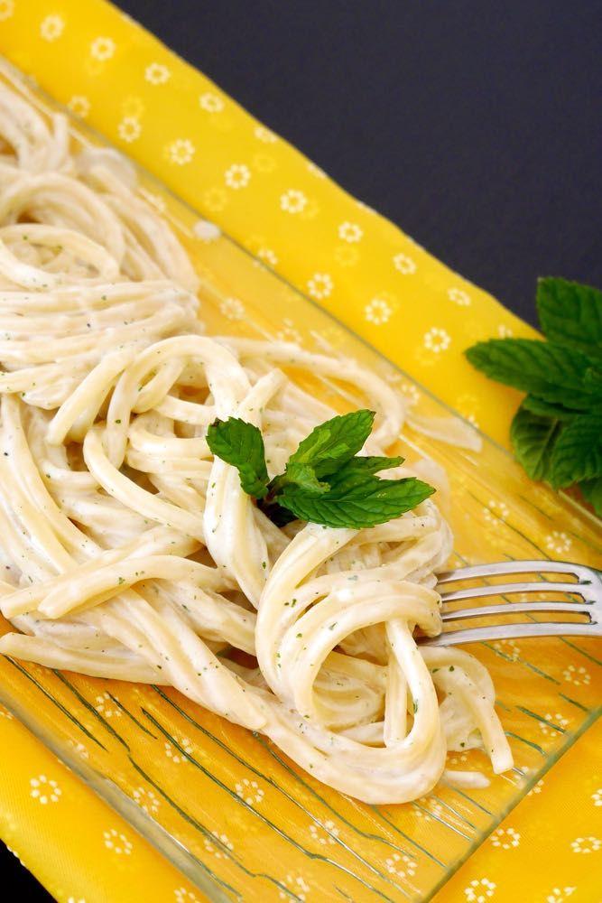 Spaghetti con crema di ricotta alla menta