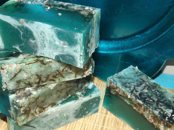 Seaweed Fean - Glycerin Soap Bar. Crisp clean notes of salty marine, ocean rain, lime, lemon and strawberry.