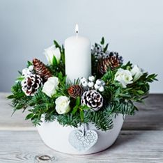 mistletoe centrepiece - Google Search
