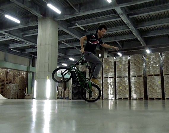 Awesome!    Tracktor, smart phone, crossfader and bmx tricks!