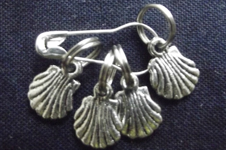 Scallop shell shaped stitch markers
