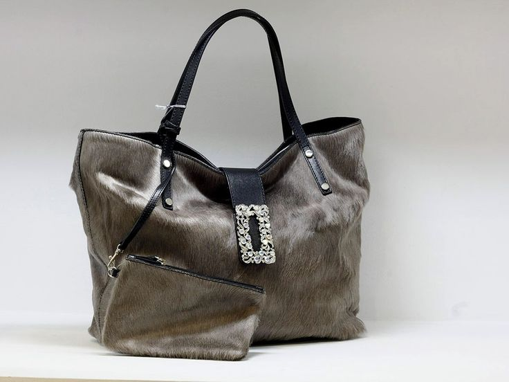 """Suveran bags & more - Administration - Product <small><small>[ Edit ]</small></small> <span style=""""color: #666666; font-size: large;""""><a href=""""http://www.posetepiele.ro/index.php?option=com_virtuemart&view=productdetails&virtuemart_product_id=4809"""" target=""""_blank"""" >Geanta dama H50 (Geanta dama H50)<span class=""""vm2-modallink""""></span></a></span>"""