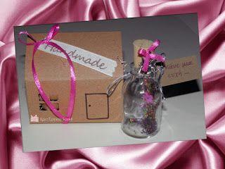 """""""Κάνε μια ευχή!"""" Γυάλινο μπουκαλάκι με μαγικό ραβδάκι και πολύχρωμη χρυσόσκονη στο εσωτερικό του Από το λαιμό του μπουκαλιού κρέμεται επάργυρη νεραϊδούλα"""