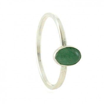 Der zierliche Steckring von Mas Belleza ist ein wunderschönes, dezent-elegantes Schmuckstück. In seiner Fassung sitzt ein funkelnder grüner ovaler Achat mit Maßen 8 x 5 cm.