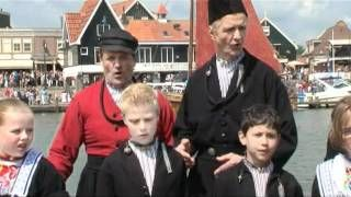 Zangeres zonder naam & Johnny hoes - Volendam je bent de parel - YouTube