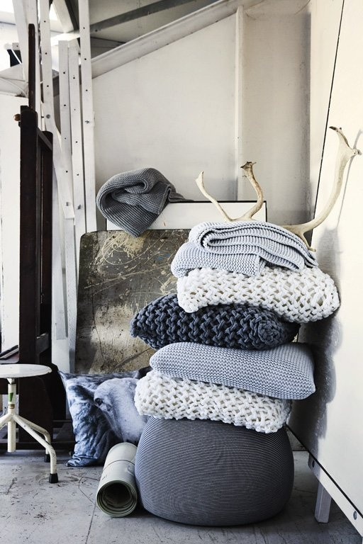 Strickkissen von By Nord - Wohnen mit Strick 1 - [SCHÖNER WOHNEN]Diy Ideas, Decor, Colors, Knits Pillows, Interiors, Cushions, Grey, Knits Blankets, Chunky Knits