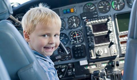 Volar con niños: 20 consejos fabulosos para que estén contentos