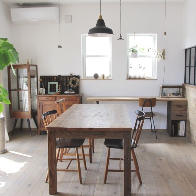manaさんの、部屋全体,観葉植物,照明,ダイニング,雑貨,アンティーク,DIY,ダイニングテーブル,カフェ風,インテリアグリーン,足場板,漆喰,男前,のお部屋写真