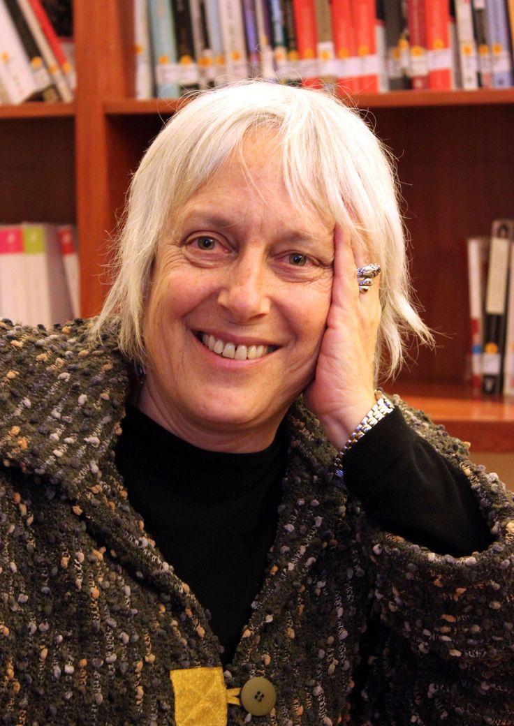 La poeta Verónica Zondek –radicada en Valdivia y gestora cultural- invita a la comunidad a participar de las tres actividades programadas que incluyen la presencia de cuatro poetas galeses en nuestra ciudad.