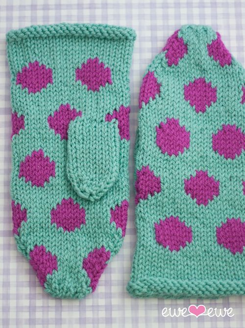 Polka dot mittens in Wooly Worsted yarn!