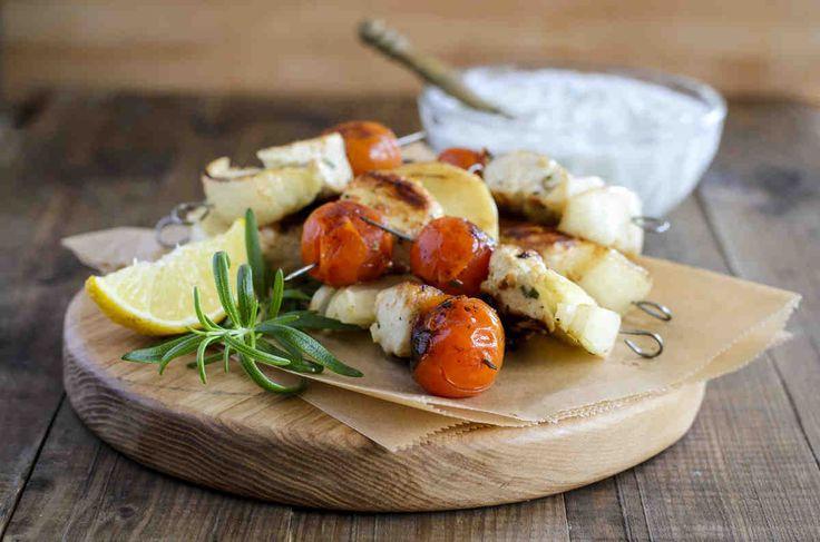 Szaszłyki w marynacie cytrynowo-rozmarynowej. #kurczak #szaszłyki #pomidory #ogórek #smacznastrona #grill #grillowanie #tesco #przepisy #przepis