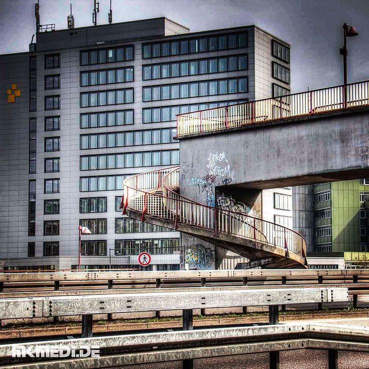 Markus Medinger Picture of the Day | Bild des Tages 15.04.2016 | www.mkmedi.de #mkmedi  #365picture #365DailyPicture #pictureoftheday #bilddestages #buildings  #instagood #photography #photo #art #photographer #exposure #composition #focus #capture #moment  #alicensteg #landratsamt #urbancity #altstadt #brücke #bridge #urbex  #pliensauvorstadt #esslingen #badenwuerttemberg #germany #deutschland #europa  @badenwuerttemberg @visitbawu @srs_germany @srs_buildings @fotofanatics_hdr…