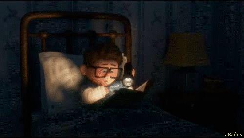 Ellie visita a Carl *[Carl esta en cama tras el accidente ocurrido en el club] - Ellie: ¡Hola niño! - Pensé que necesitarías que te animara.