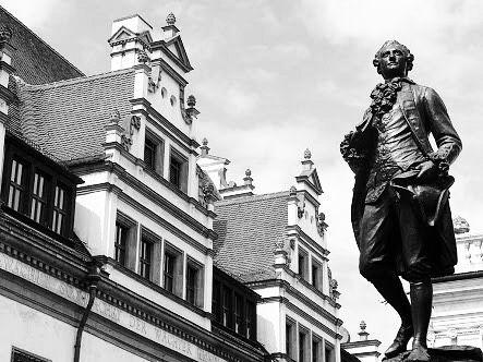 """51 Beğenme, 1 Yorum - Instagram'da Täglich ein Wort (@taglicheinwort): """"Anıt • das Denkmal • Monument  #JohannWolfgangvonGoethe #HappyBirthdayGoethe #Goethe #GoetheInstitut"""""""