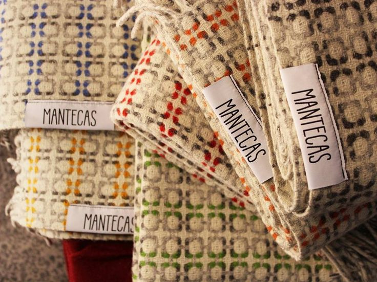 "As novas Mantecas Vintage, já disponíveis na Loja da Burel. / The new ""Vintage"" blankets are already available at Loja da Burel."