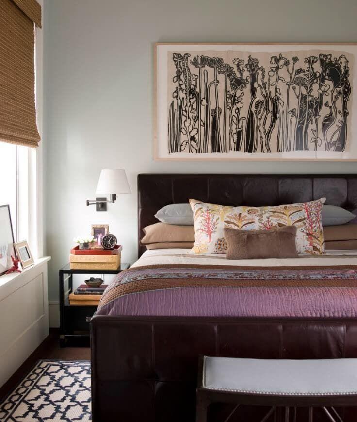 постер в коричневых тонах для спальни
