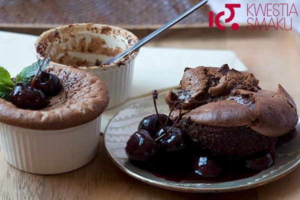 Pudding czekoladowy z czereśniami