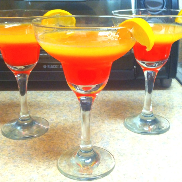 Best 25 fruity mixed drinks ideas on pinterest fruity for Fun alcoholic drinks to make