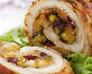 Rôti de dinde farci aux fruits secs : http://www.fourchette-et-bikini.fr/recettes/recettes-minceur/roti-de-dinde-farci-aux-fruits-secs.html