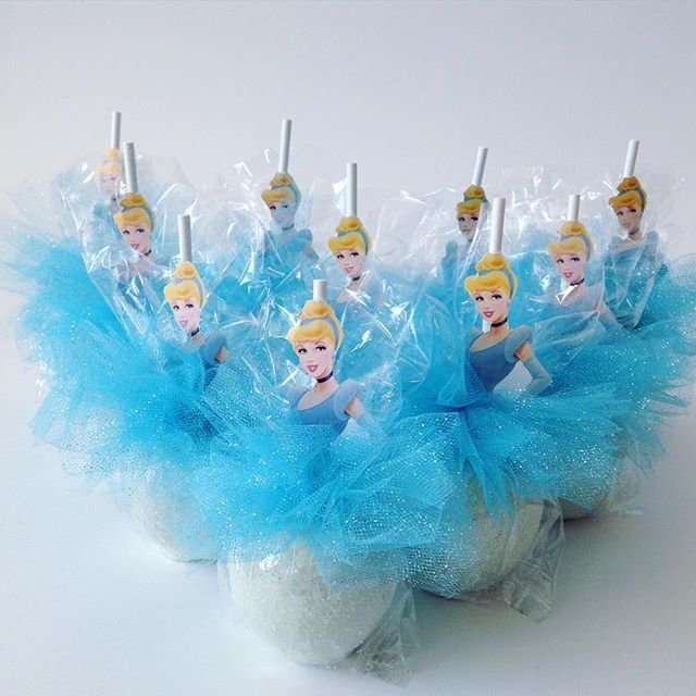 Cinderella Apples #indulgences #blingapples #cakepops #sugarcookies #candyapples…