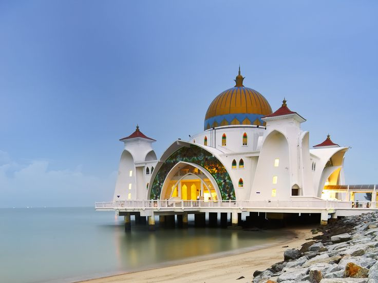 malacca straits mosque malaysia hq