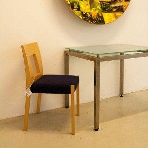 Artikel: ECCE 422 Afmeting: 70cm x 90cm x 75.5cm (L, B, H)  Materiaal: RVS en gezandstraald glas Prijs: Showroom tafel, zelf meenemen, € 495,- Foto 1/2