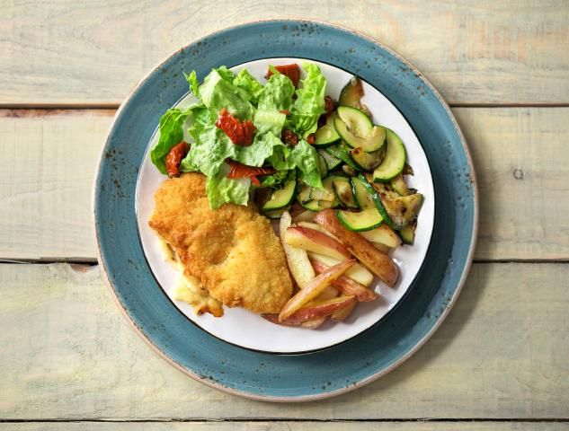Champignon cordon bleu met salade en aardappelen