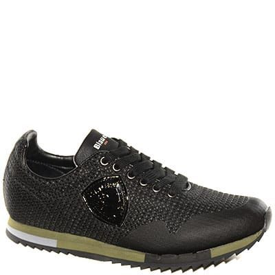 #Sneaker allacciata in pelle nera con fondo militare.