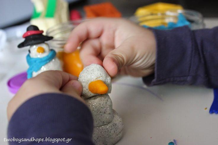 2 boys + Hope: Φτιάχνουμε χιονάνθρωπο..!!