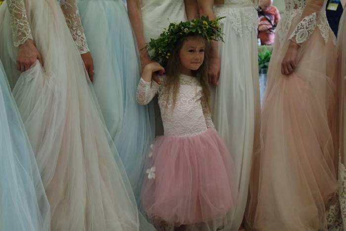 необычный ракурс, духовой оркестр и свадьба  23 июня в Витебске на втором этаже железнодорожного вокзала состоялось открытие выставки «Фотокрок по-витебску». В прошлом году была премьера этой площадки. Очень радостно, что фестиваль дает возможность открывать та
