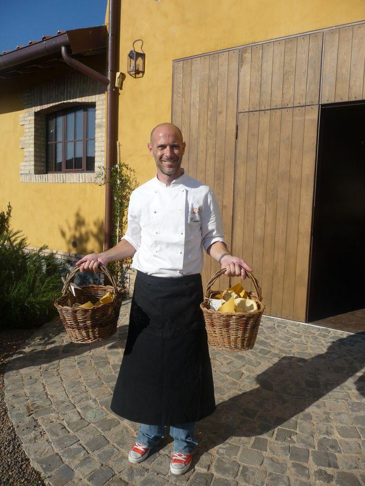 Giuliano dell'associazione culturale Ti Cucino Io.  Due volte al mese viene a fare un laboratorio sulla cucina per bambini. <3