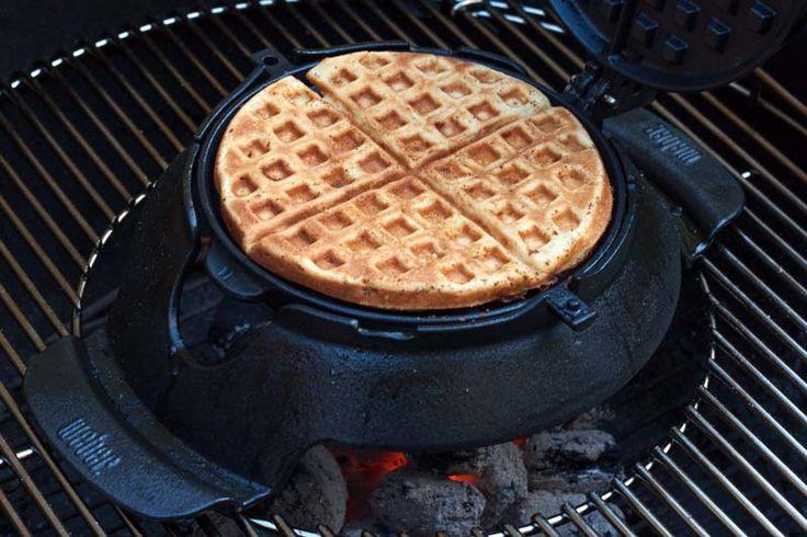 Een wafel bakken op de barbecue? Ja hoor, dat kan met het GBS wafelijzer van Weber of een ouderwets wafelijzer en dit heerlijke recept voor BBQ wafels.