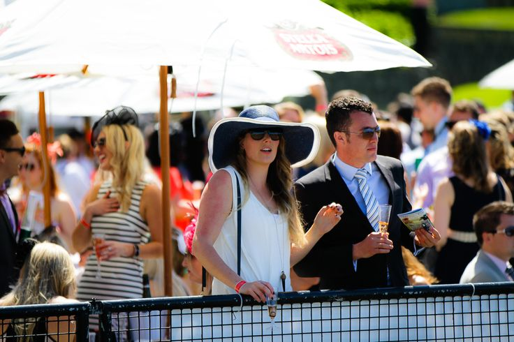 The races are the perfect excuse to wear your big hats and sunglasses!