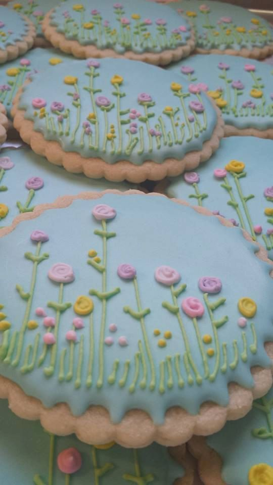 Flowers on Sugar Cookies by TreatsbuyTerri on Etsy