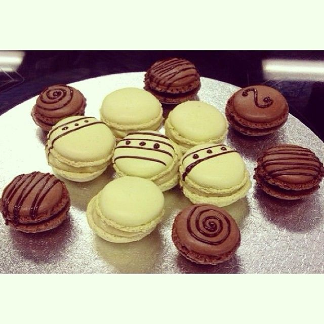 Pistachio and chocolate macarons!