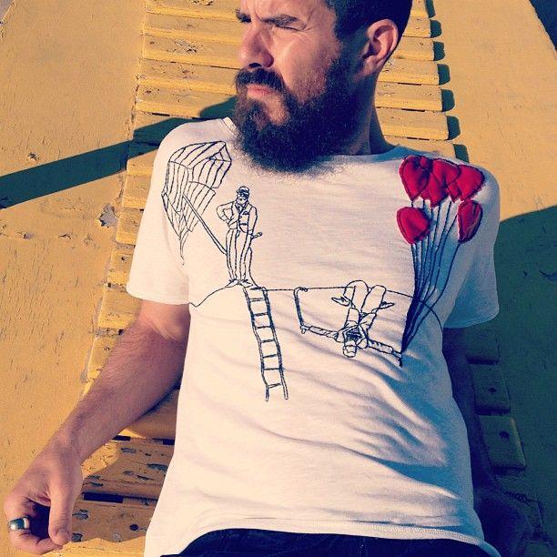 Lorenzo Kruger - Nobraino  He wears tuo tua t-shirt