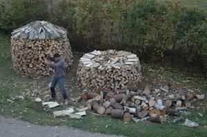 A Better Way to Stack Firewood Scandinavian people have been taking wood heat seriously for centuries longer than we have. They also stack wood in round piles. Round piles take less time to stack, they shed water better than straight piles, and they're more stable. At least if you understand a few tricks for building them right.