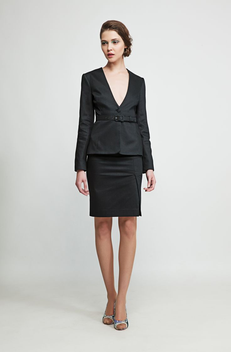 Simple yet elegant, this black blazer is made out of stretch pique cotton and goes well with dresses, skirts and pants. www.marimofashion.com