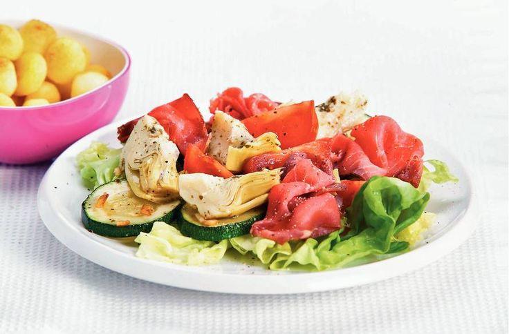 Kijk wat een lekker recept ik heb gevonden op Allerhande! Salade met rosbief en artisjokharten