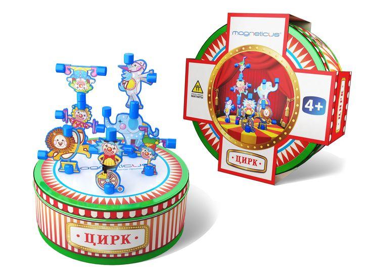"""Цирковое представление у Вас дома!  В набор """"Магнитный цирк"""" входят 7 фигур акробатов и животных и 2 декорации. Металлическая коробка является одновременно как игровой ареной, так и местом для хранения элементов."""