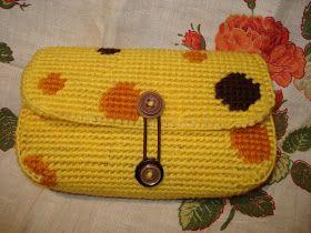 cupcake cutie: Plastic canvas purse!!